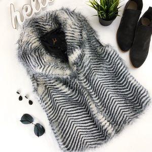 JACK BB DAKOTA Faux Fur Vest Gray Chevron Stripe S